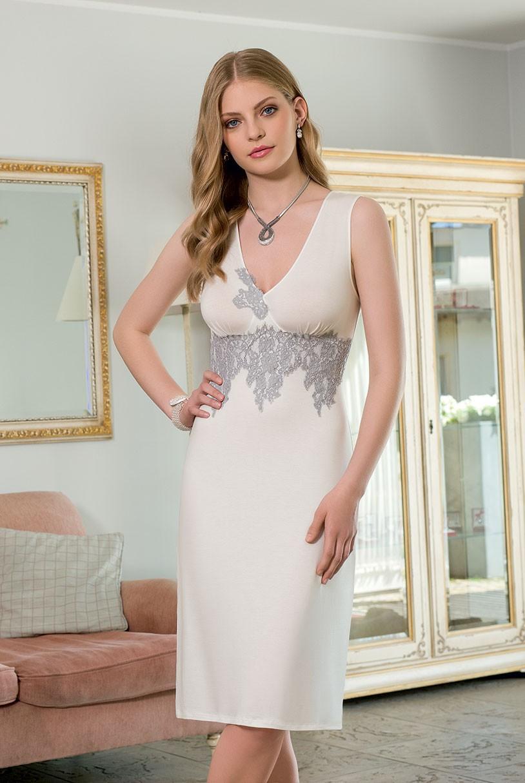 Découvrez la collection de chemises de nuit pour femme: des chemises de nuit longues ou courtes, unies ou imprimées. Disponibles en taille 50 et plus.