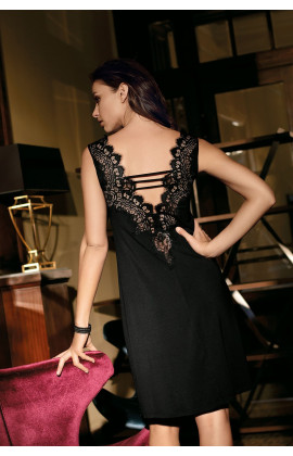 Chemise de nuit Angelina chic et raffinée à dentelle.