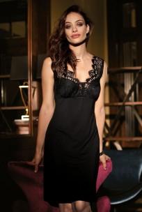 Schickes und raffiniertes Nachthemd Angelina mit Spitzenbesatz.