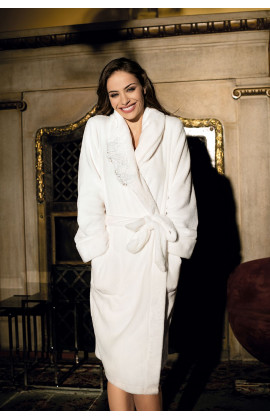 Long dressing-gown with classic scarf. Available in 2 colors