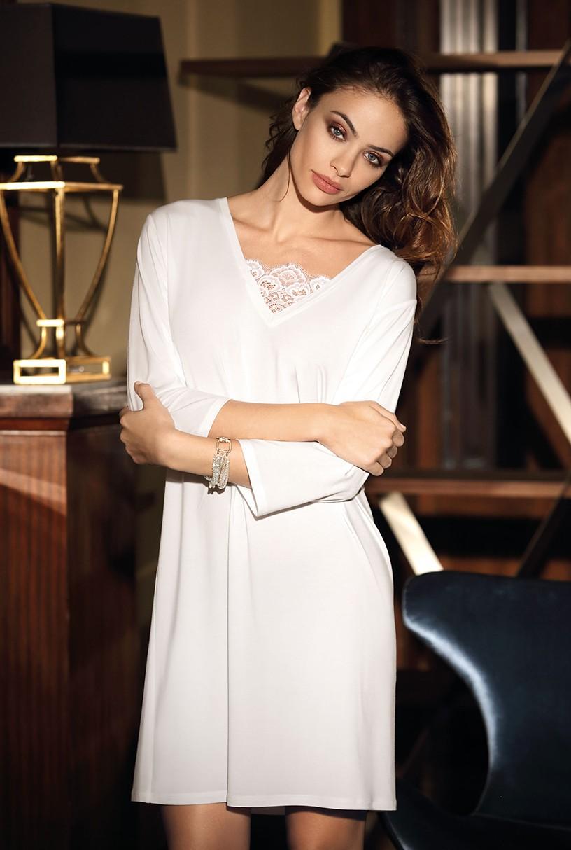 online store 89cf3 9eee7 Elegantes Nachthemd Angelina mit ¾-Ärmeln und Spitzenbesatz.