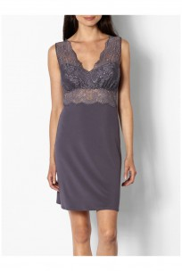 Loungewear nightdress with V-shaped lace neckline and backline