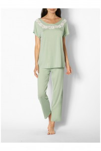 Pyjamas comprising short-sleeved top with lace insert