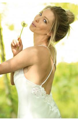 Nuisette en satin fines bretelles croisées dans le dos et dentelle  Ligne Klaire coemi-lingerie