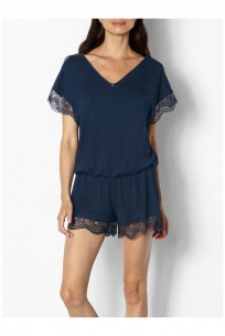 One-piece nightset with elasticated waist, short sleeves and lace trim