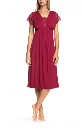 Nightdress with short lace sleeves and V-shaped neckline