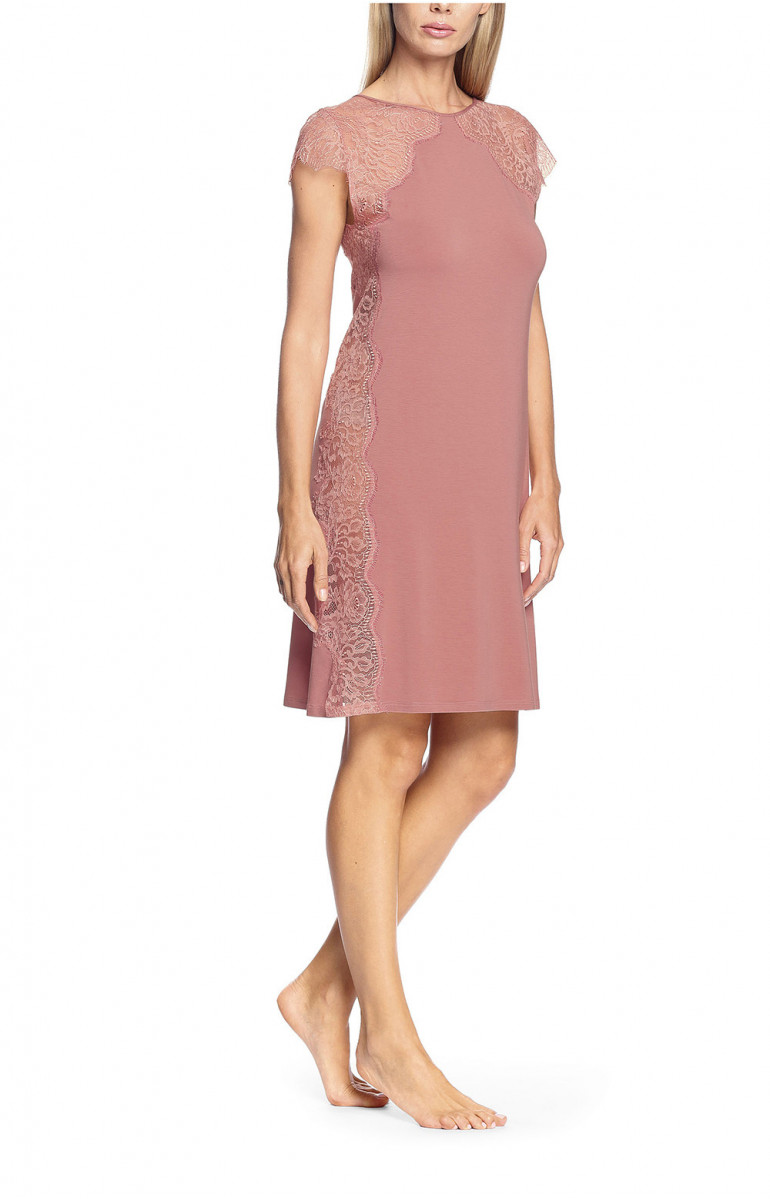 Short, short-sleeved nightdress with lace inserts on the shoulders