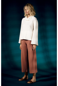 Wide, calf-length culottes. Coemi Studio