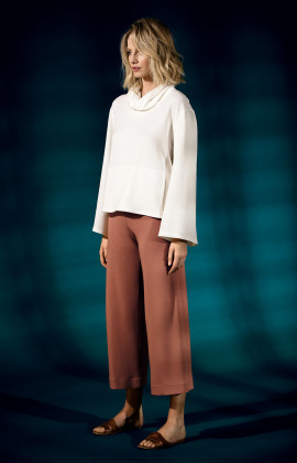 Wide, calf-length culottes. Coemi Studio