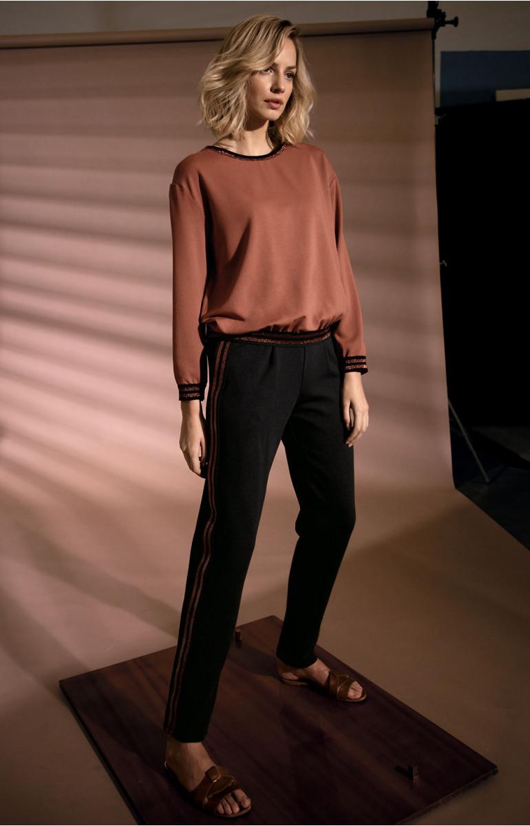 Pantalon droit bandes Bicolores aux poches et sur les côtés. Coemi-lingerie