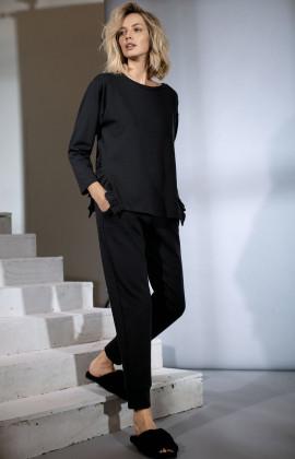 Classic-style straight-cut black jogger. Coemi Studio
