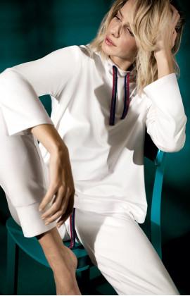 Sweat à capuche blanc avec cordon de serrage. Coemi-lingerie