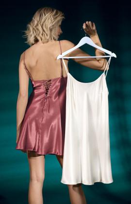 Nuisette en satin fines bretelles corsettées dans le dos. Coemi-lingerie