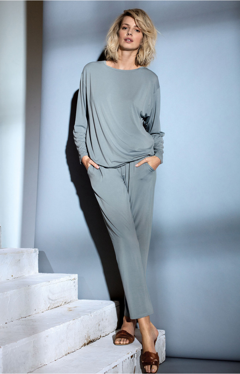 Pyjama set with top and trousers in flowing fabric. Coemi-lingerie