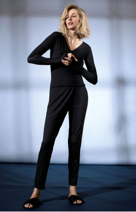 Fitted straight-cut wrap pants with side pockets. Coemi Studio
