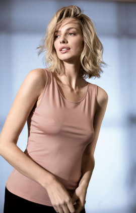 Sleeveless fitted top with scoop neck. Coemi Studio