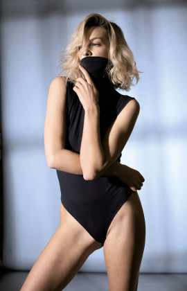 Sleeveless bodysuit with turtleneck. Coemi Studio