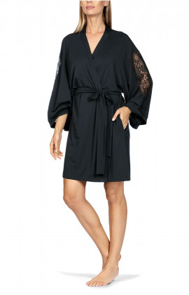 Mid-thigh-length kimono-style robe with lace insert on the sleeves. Coemi-lingerie