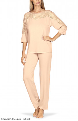 Two-piece pyjamas comprising a top with lace-trimmed boat neck and long trousers. Coemi-lingerie