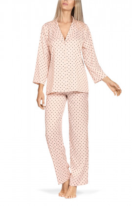 Two-piece satin polka dot pyjamas with three-quarter sleeves.