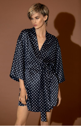 Short kimono with loose-fitting satin three-quarter sleeves.