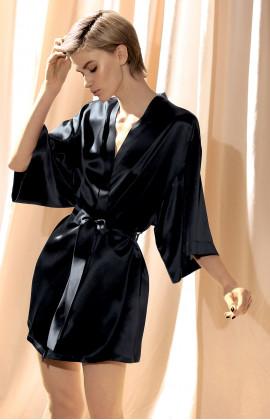 Short, 100% silk kimono with three-quarter sleeves.