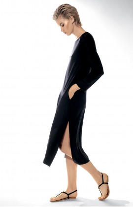 Long calf-length dress with round neck and long sleeves. Coemi-lingerie