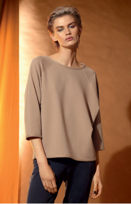 A cosy sweatshirt with round neck and three-quarter sleeves. Coemi-lingerie