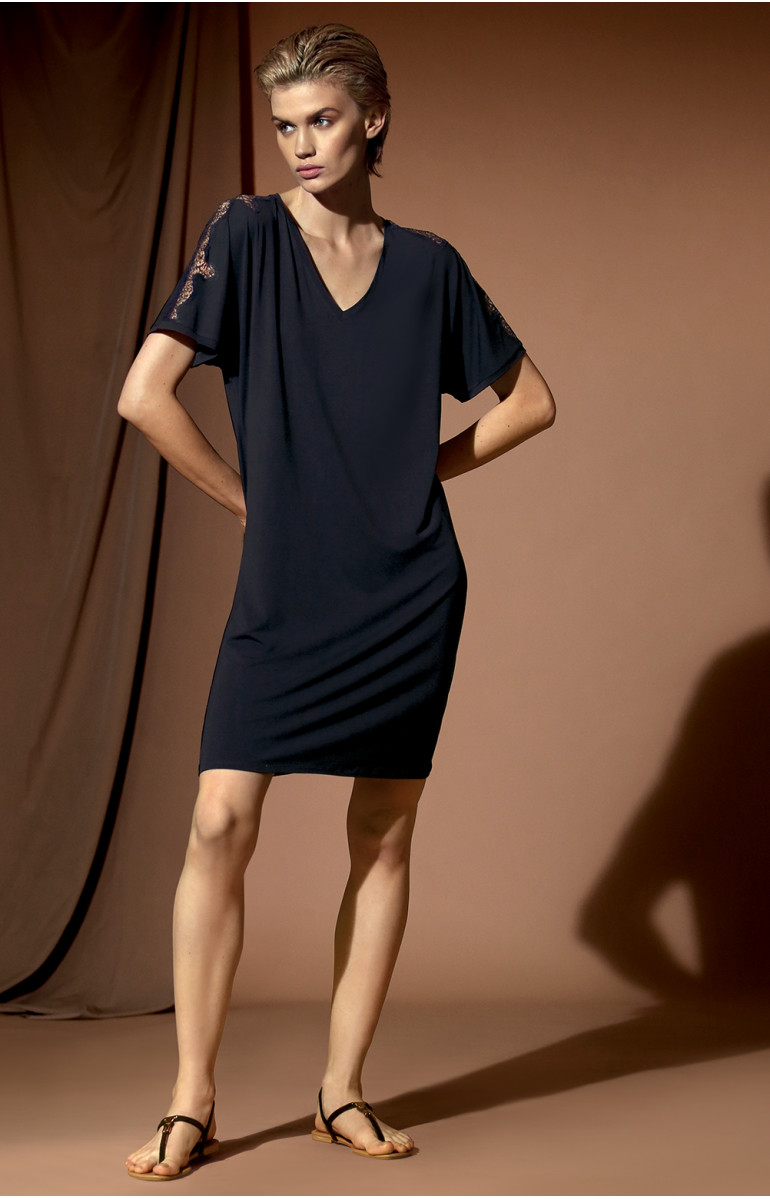 Short-sleeve tunic nightdress with V-shaped neckline. Coemi-lingerie