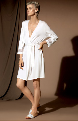 Short kimono featuring three-quarter sleeves with lace inserts.