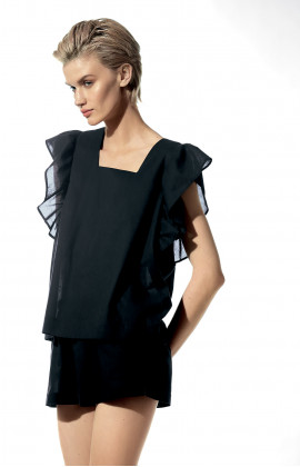 Two-piece nightset. Top with puffed sleeves and geometric neck and backline.