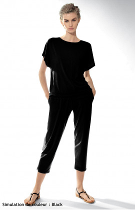 Two-piece pyjamas with short-sleeve top and three-quarter length trousers.