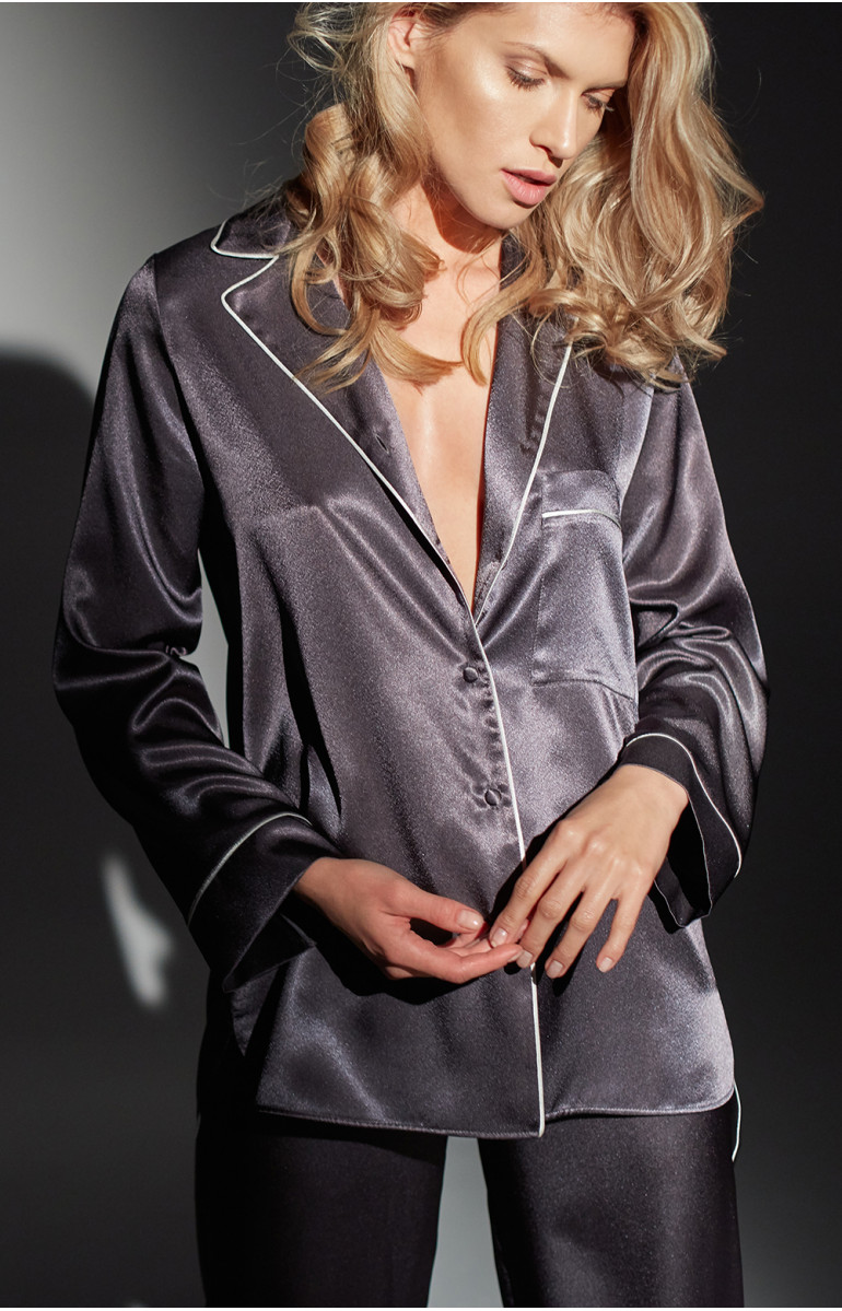Two-piece pyjamas comprising a top with piped lapel collar . Coemi Studio