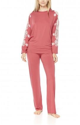 Pyjamas/loungewear with long, loose-fitting batwing sleeves