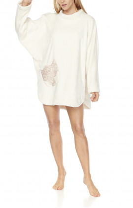 Fleece poncho with short batwing sleeves and round neck