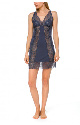 Glamorous and sexy negligee with criss-cross straps and see-through lace