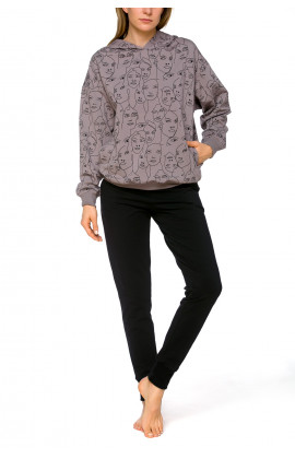 Loose-fitting and warm hooded sweatshirt, with motif or plain black