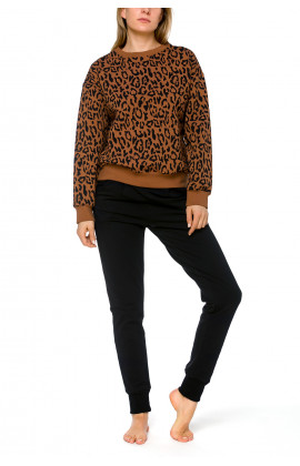 Comfy, round neck sweatshirt, plain or with a choice of motifs